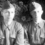 Глеб Каледа с однополчанином. 1942 год