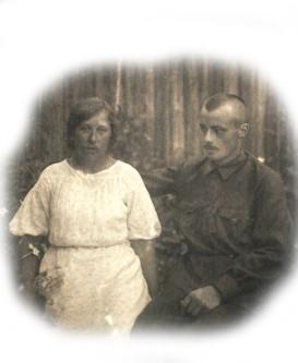 Солдат Анатолий Сергеевич Правдолюбов с женой Ольгой Михайловной (Дмитревой) в 1941 году