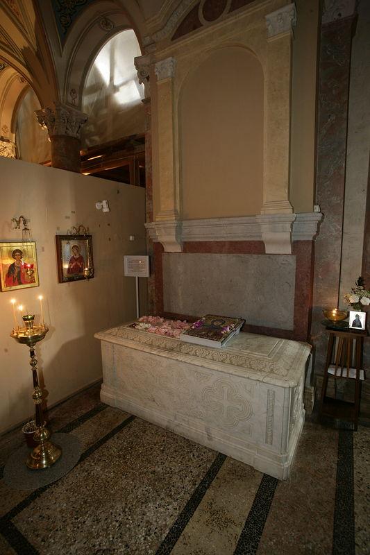 Гробница святой блаженной схимонахини Марфы Московской, Христа ради юродивой – подвижницы Иоанно-Предтеченского женского монастыря