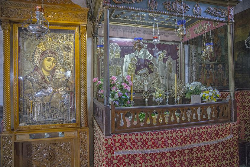 Икона, известная как «Богородица улыбающаяся», из пещерного Храма Рождества Христова в Вифлееме. Это единственный образ Божией Матери с улыбкой на лице