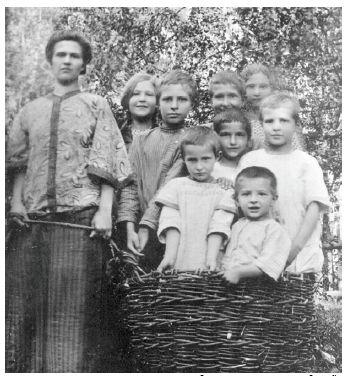 Юлия Андреевна и все её восемь детей