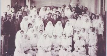 Доктор Боткин с членами Царской семьи и сотрудниками по Царскосельскому госпиталю
