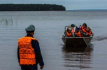 Спасатели эвакуируют детей с Сямозера // Фото: East News