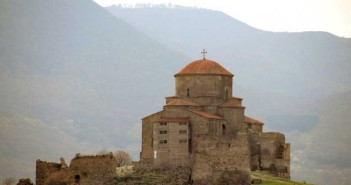 На фото: мужской монастырь Джвари.