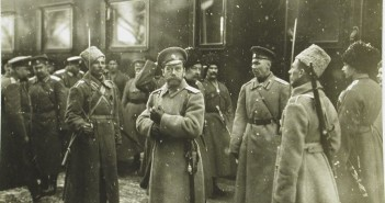 Царь Николай II с военными