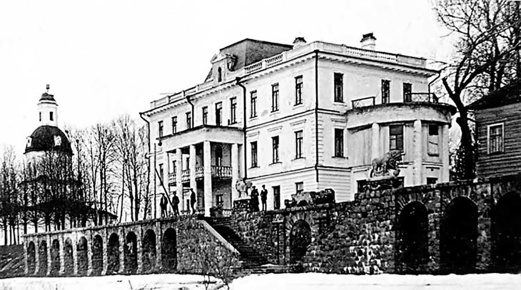 Так выглядело имение Мусиных-Пушкиных – Иловна, располагавшееся на Мологе. В связи с созданием Рыбинского водохранилища все здания и сооружения в 1937—1940 годах были разрушены, а территория усадьбы затоплена.