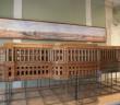 Уцелевший фрагмент макета баженовского Кремлевского дворца хранится в Музее архитектуры им. Щусева (над ним – панорамный эскиз проекта)