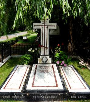 Могила Мстислава Ростроповича и Галины Вишневской на Новодевичьем кладбище